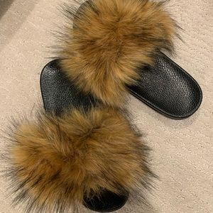 Shoes - Furry slides